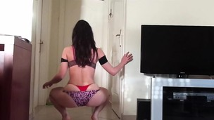 amateur ass brunette